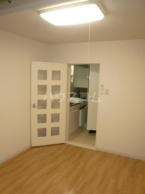プラザ・ドゥ・ガロンヌD 107号室の居室