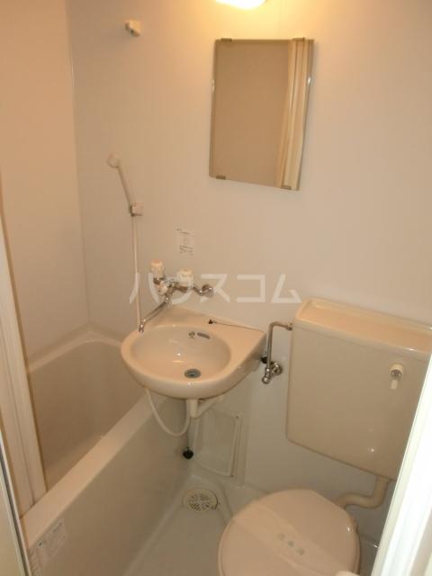 プラザ・ドゥ・ガロンヌD 107号室の風呂