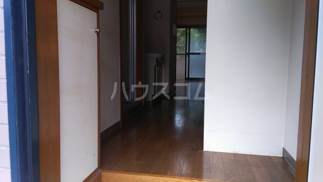 ローリエ八幡山 101号室の玄関