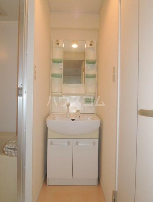 いづみレジデンスB棟 502号室の洗面所