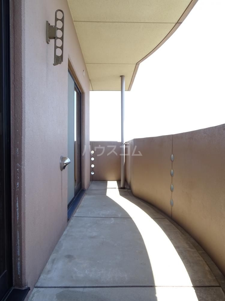 コスモス 601号室のバルコニー