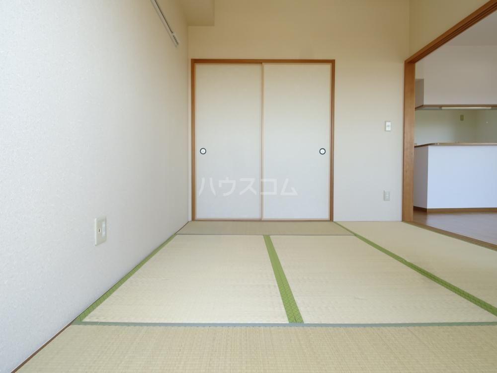 コスモス 601号室の居室