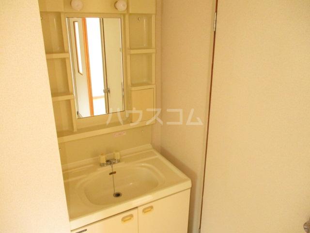 ドエルフォーラムD 102号室の洗面所