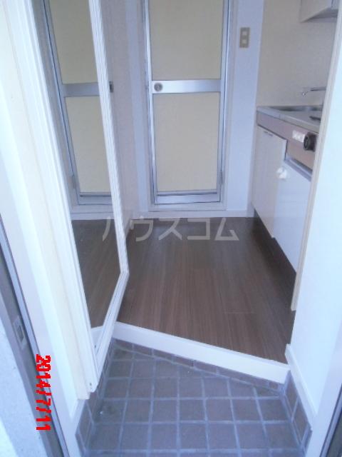 ジュネパレス市川第22 203号室の玄関