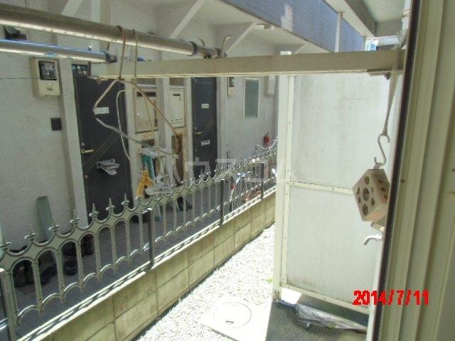 ジュネパレス市川第22 203号室のバルコニー