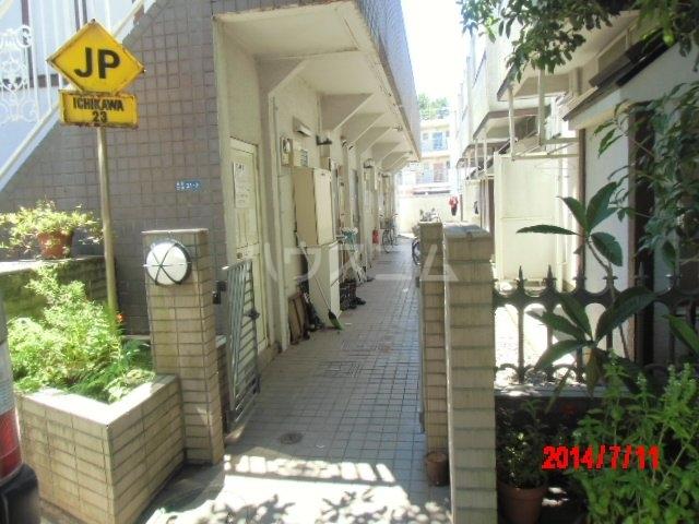 ジュネパレス市川第22 203号室のエントランス