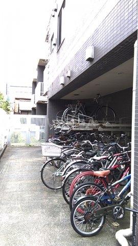 レジディア目白Ⅱ 405号室の駐車場