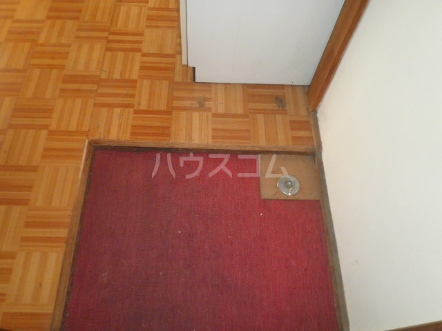 しらゆり荘 7号室の玄関