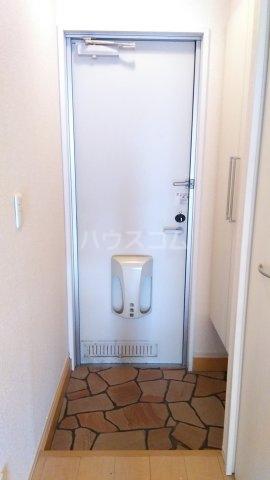 ラ・プランタン クール 103号室の玄関