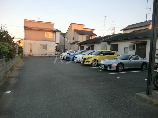 ミニヨンピエース 102号室の駐車場