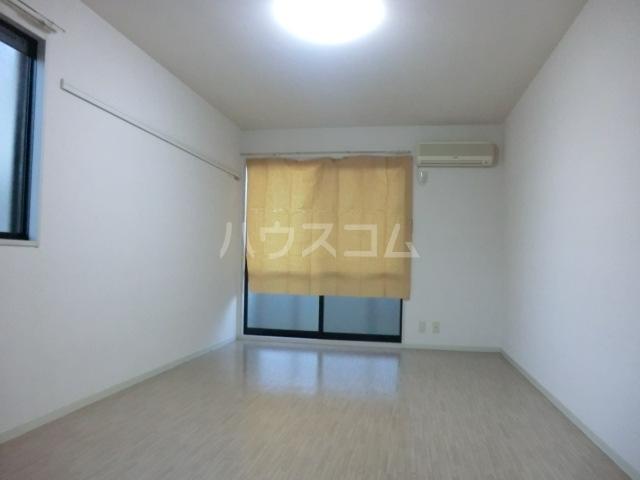 ミニヨンピエース 102号室のリビング