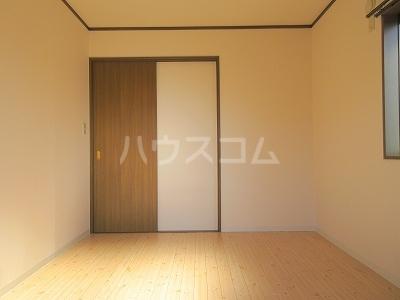 リーヴァスペランツァD 2号室のリビング