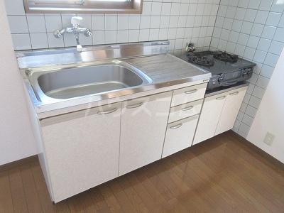 リーヴァスペランツァD 2号室のキッチン