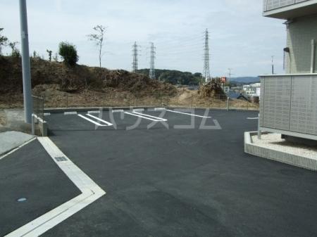 Gardenia 101号室の駐車場