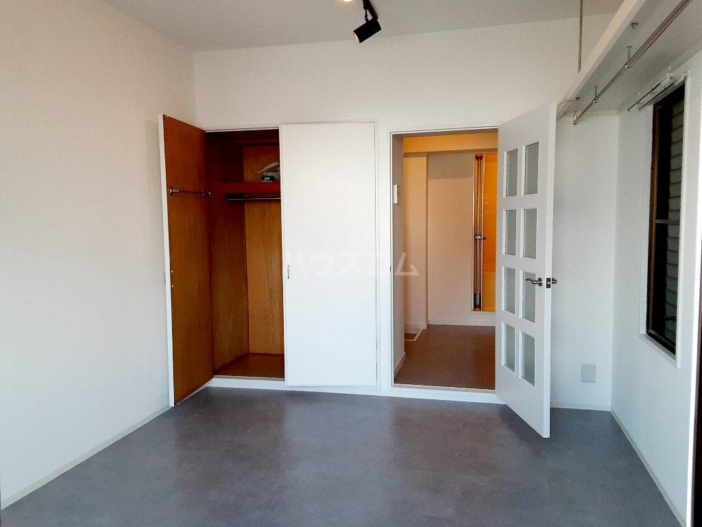 春日ハイツ 103号室の玄関