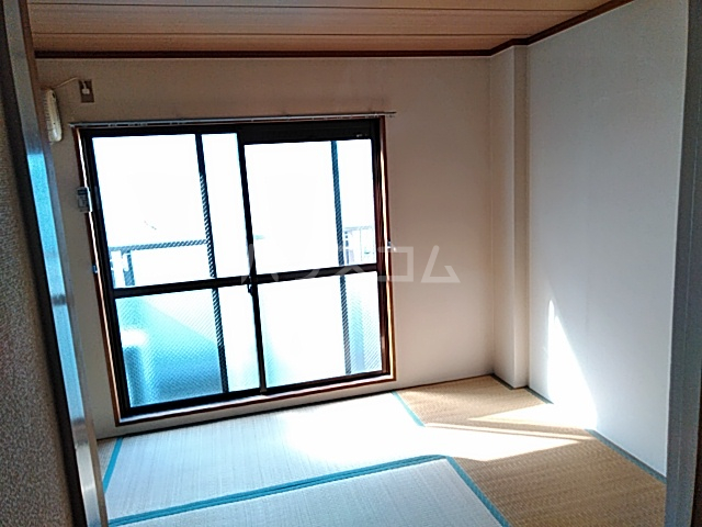 ラ・シャンブル 303号室の居室