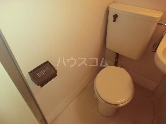 ラ・レジダンス・ド・エトアール 101号室のトイレ
