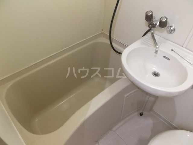 ラ・レジダンス・ド・エトアール 204号室の風呂