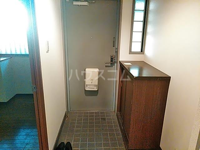 エクセレンス茨木 102号室の玄関