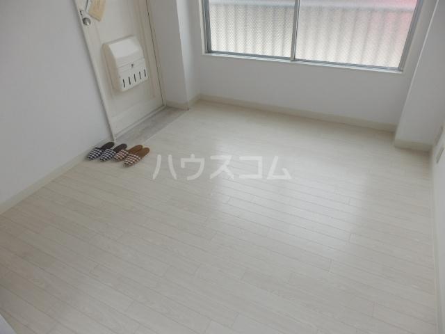 成増ヴィレッヂ 201号室のリビング