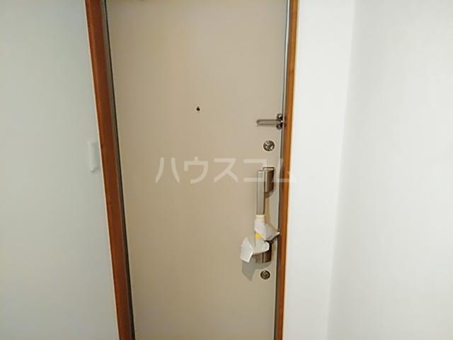 プリムラ夏越 203号室の玄関