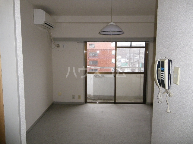 NOAマンション 702号室のリビング