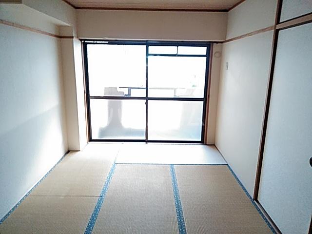 ローズコーポ沢良宜 205号室の居室