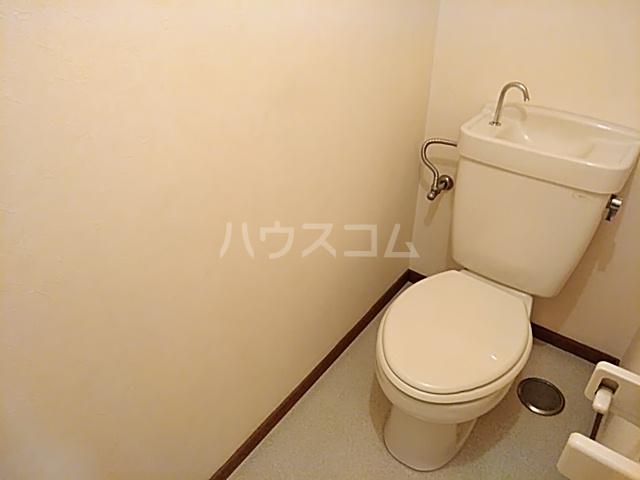 ローズコーポ沢良宜 205号室のトイレ