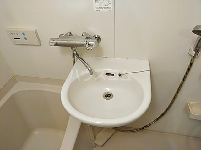 ノースウィング 406号室の洗面所