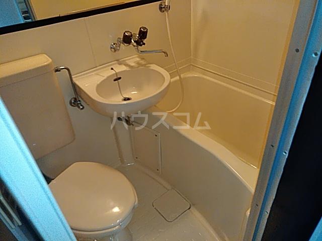 ビー・エスパース 205号室の風呂