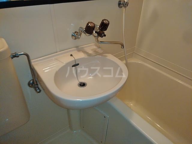 ビー・エスパース 205号室の洗面所