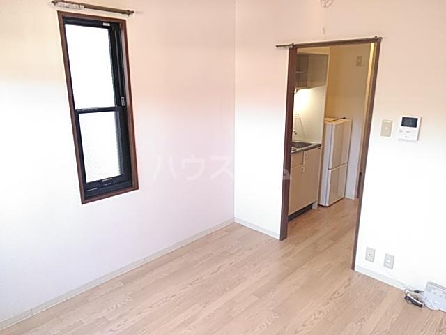 ヤーデンハウス 106号室のリビング
