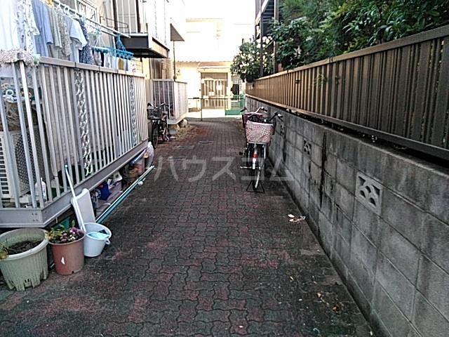 石髙ハイツ 203号室の庭
