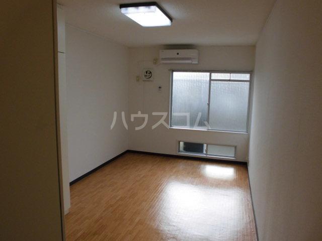 嵯峨スチューデントハウス 209号室のリビング