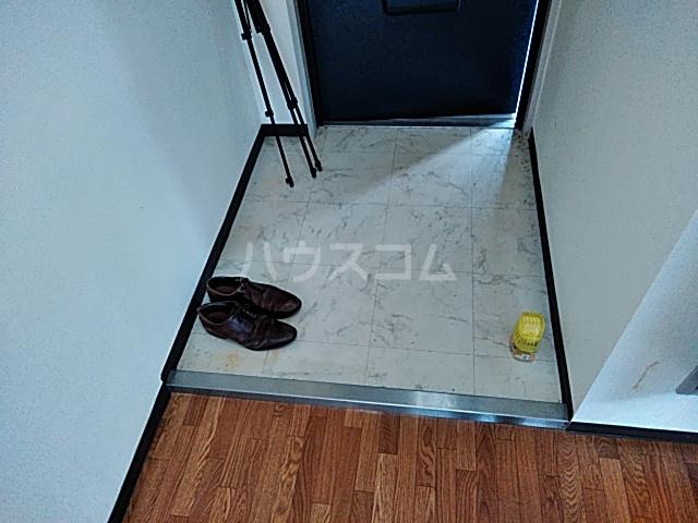 LIVE 207号室の玄関