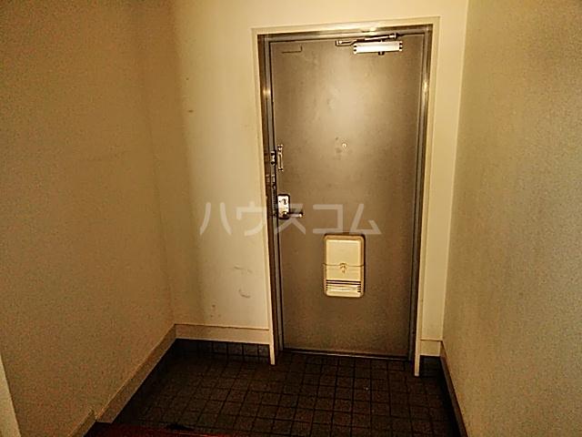 グランドール山口 105号室の玄関