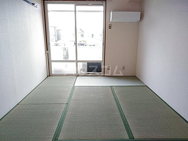 ジュネス阪本 208号室のリビング