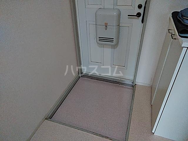 ジュネス阪本 208号室の玄関