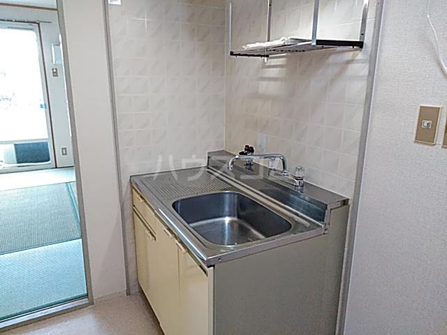 ジュネス阪本 205号室のキッチン