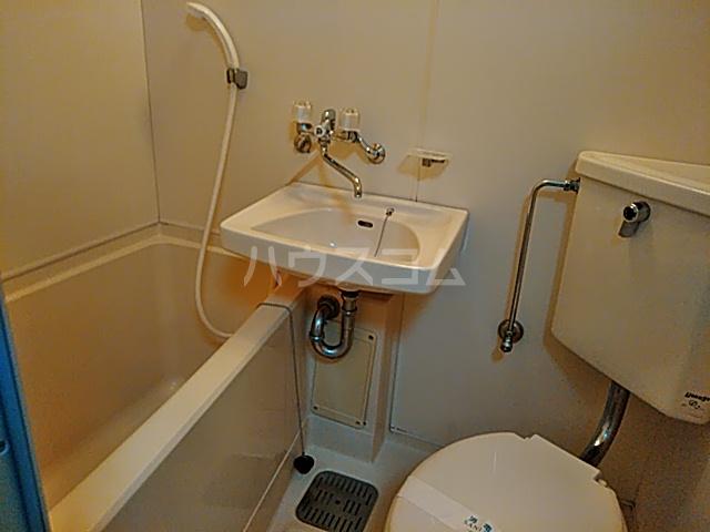 ジュネス阪本 205号室の洗面所