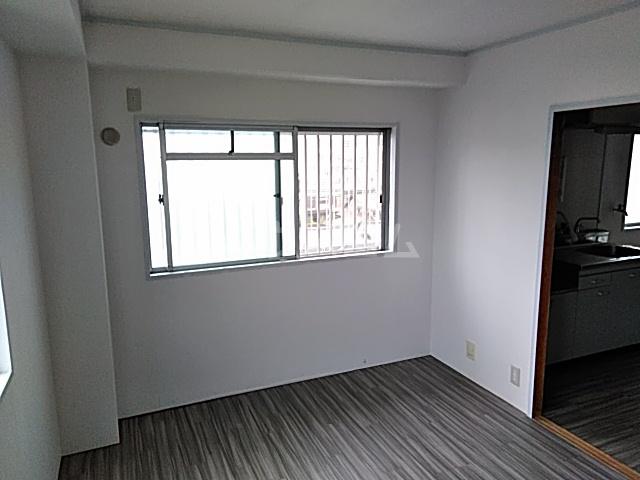 草野マンション21号館 506号室のリビング