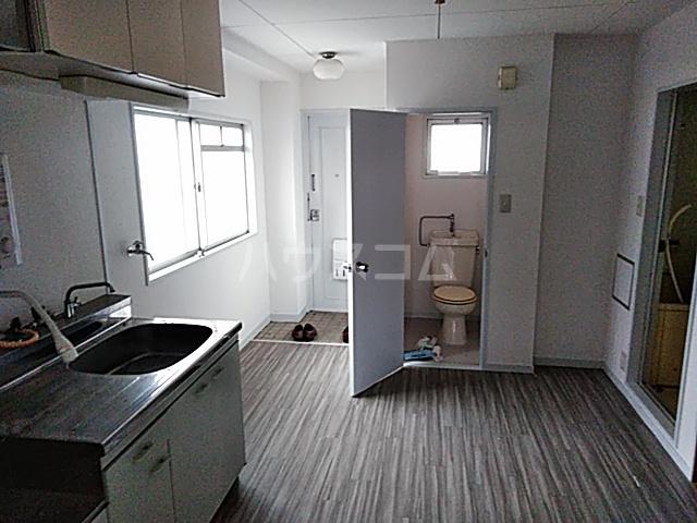 草野マンション21号館 506号室の居室