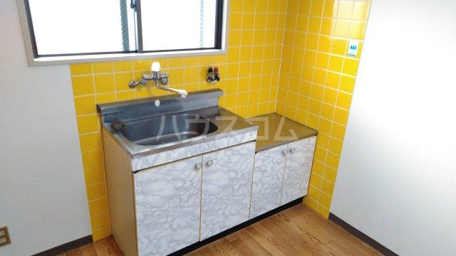 ニューライン岡町 302号室のキッチン