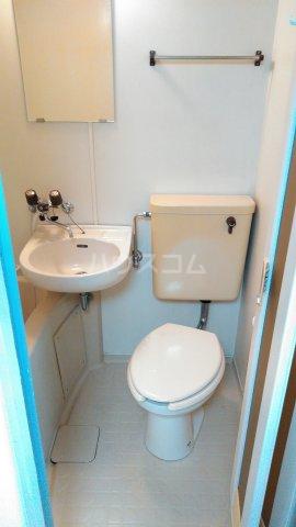 ニューライン岡町 302号室のトイレ