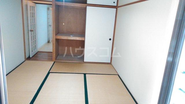 メゾン植村 105号室の居室