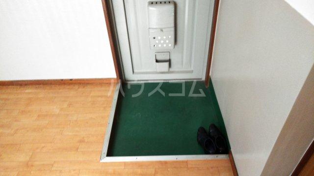 山ノ上ハイツ 301号室の玄関