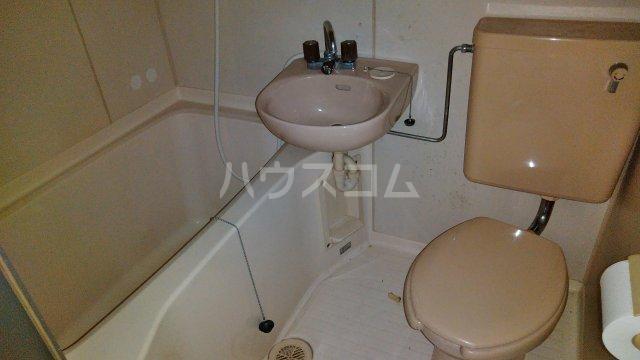 コアヒルI 301号室のトイレ