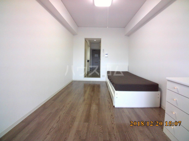 ミルオンデュール竹生 203号室のリビング