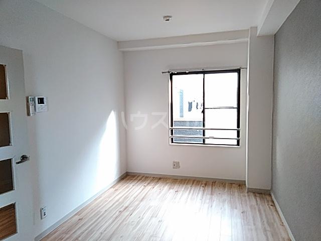 サンパレス21パティオ豊中B棟 202号室のリビング