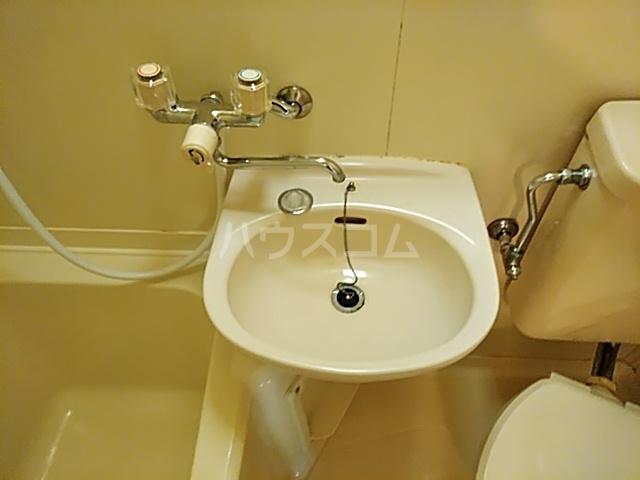 サンパレス21パティオ豊中B棟 202号室の洗面所